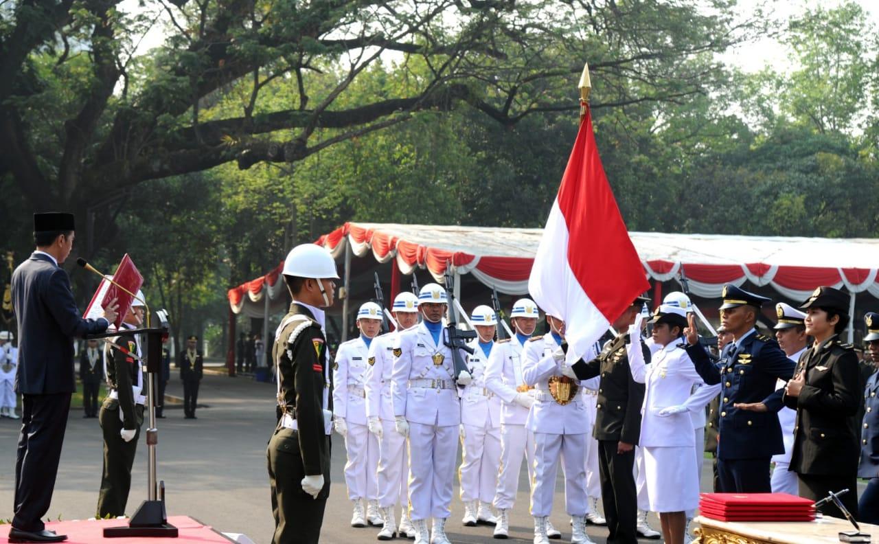 Presiden Jokowi Melantik 724 Para Perwira TNI dan Polri Di Istana Merdeka