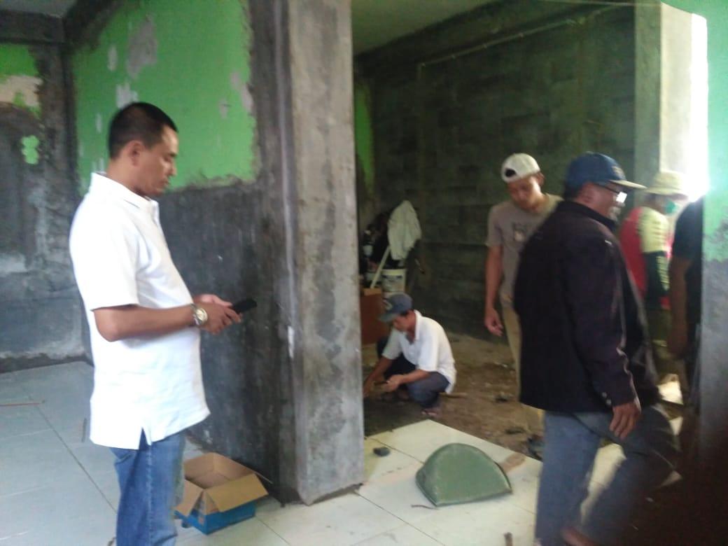 Kepala Desa Cibatok Antusias Untuk Pembanguna kantor Walau Dengan Anggaran Minim