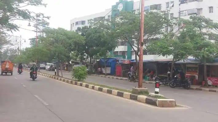 Lapak PKL Marak Berdiri Di Atas Trotoar