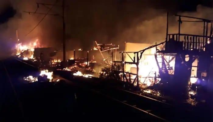 Puluhan Rumah Di Kolong Tol Ancol Terbakar