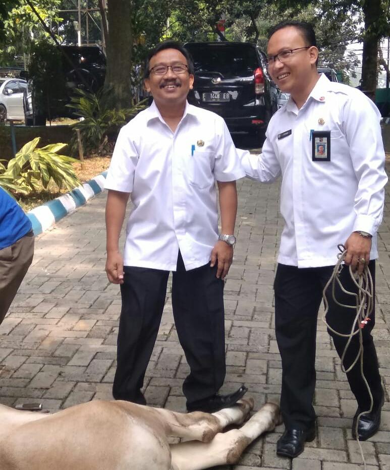 Dinas Pendidikan Kota Bogor Bagikan Daging Kurban