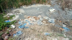 Caption: Limbah yang dibuang di lahan hijau kawasan Marunda Kepu, Jumat (7/9/2018).