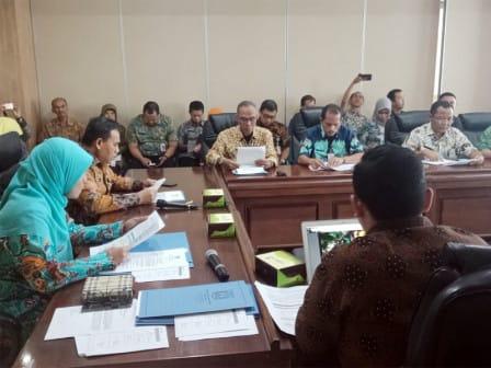 Pimpin Rakor Gugus Tugas Dalam Penataan Kampung Dan Masyarakat