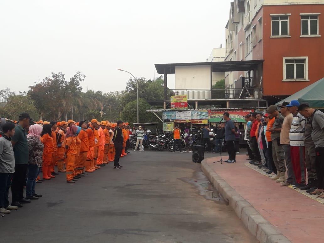 Camat Kembangan Gelar Apel Jakarta Clean Up Jakarta Day Di CNI Puri Indah