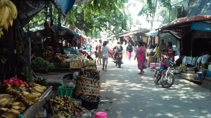 Lingkungan Pasar Kaget Bendungan Melayu Terlihat Tak Tertata