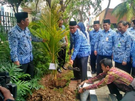 Pemkot Jakarta Utara Mulai Tanam Pohon Khas Jakarta