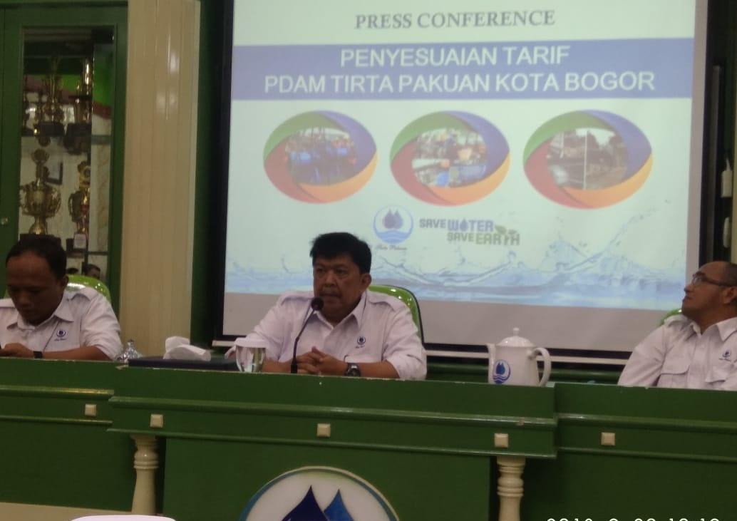 Jajaran Direksi PDAM Tirta Pakuan Kota Bogor Adakan Konfernsi Pers