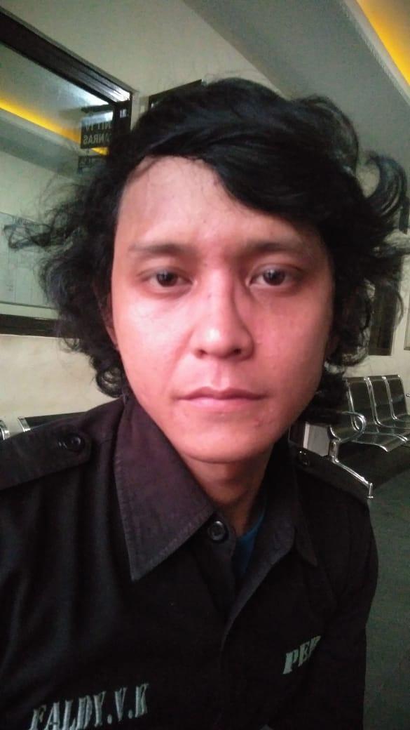Wartawan Di Pukuli Calo Dan Oknum Anggota Hendak Meliput DiDuga Pungli