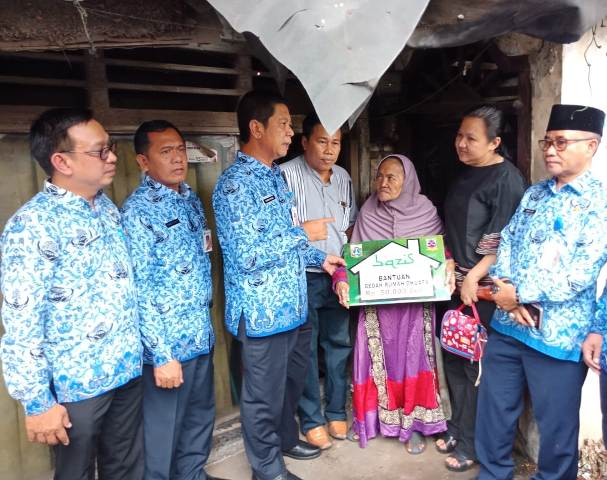 Wali Kota Jakbar Salurkan Bantuan Program Bedah Rumah Di Wilayah Duri Kepa