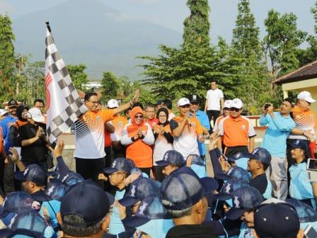 Anies Lepas 5200 Peserta Korpri Dalam Gerak Jalan Sehat DKI