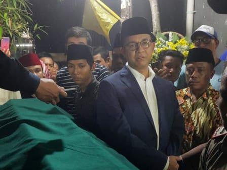 Gubernur Melayat Kepala Sekolah SMPN 247 Korban Kecelakaan