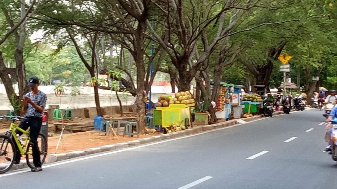 Trotoar Di Jalan Sindang Permai Koja Dikuasai PKL