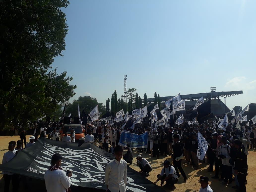 Aksi Bela Tauhid Ribuaan MCI Berkumpul Di Lapangan Eks MTQ