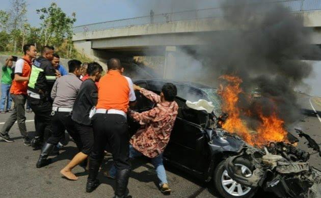 Rombongan Gubernur Anies Kecelakaan Di Tol Cipali