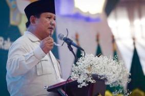 Sorak Takbir Sambut Prabowo di Milad Front Santri Indonesia
