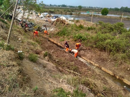 Saluran Air Trase Sisi Timur KBT di Marunda Dinormalisasi