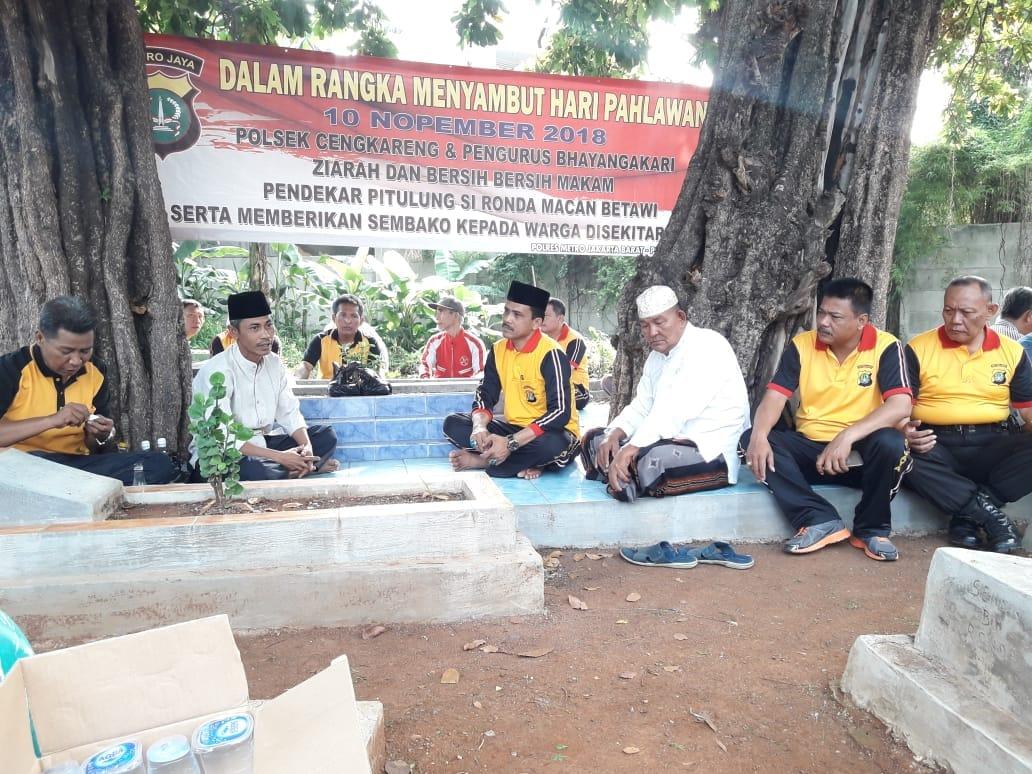 Polsek Cengkareng Kunjungi Makam Pendekar Pitulung Ronda Macan Betawi Di Kapuk