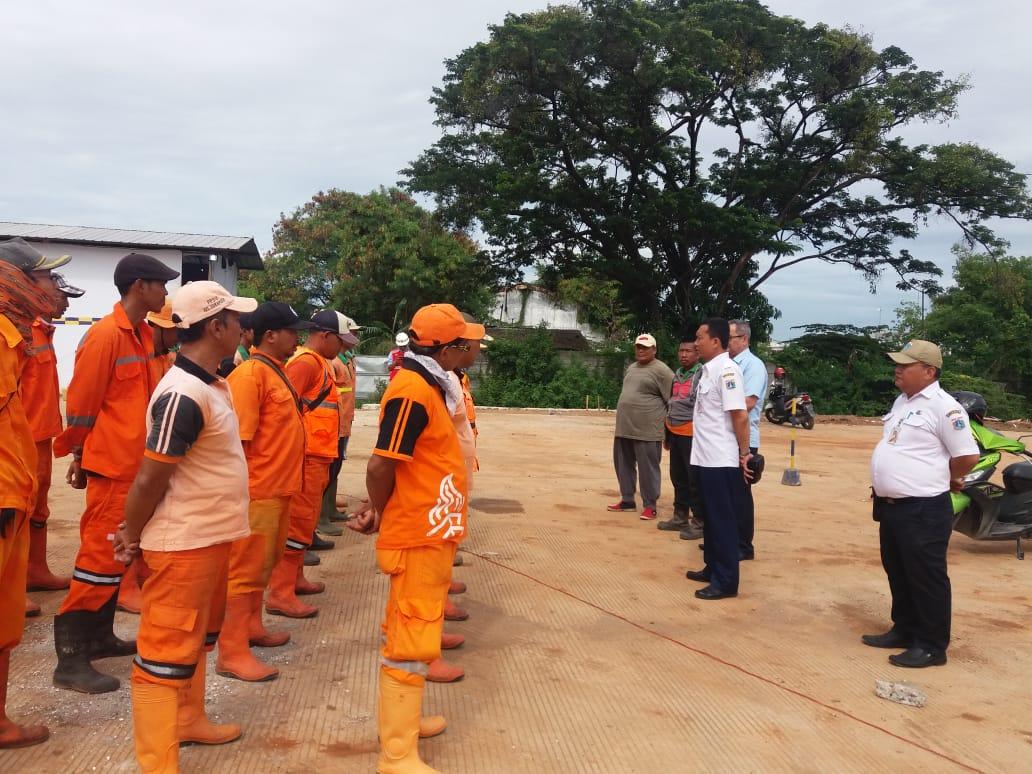 Bersama Camat Cilincing Kali KBN Di Bersihkan (Gerebek Sampah) Kel. Sukapura Kec. Cilincing