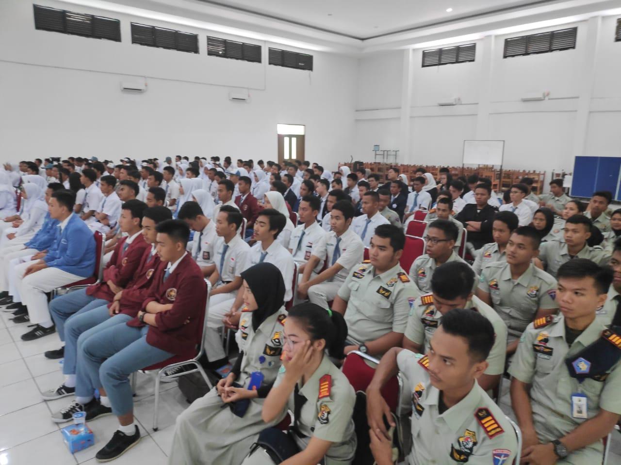 Polda Metro Jaya Dan Polres Jakbar Gelar Sosialisasi Penerimaan Anggota Polri Kepada Para Pelajar
