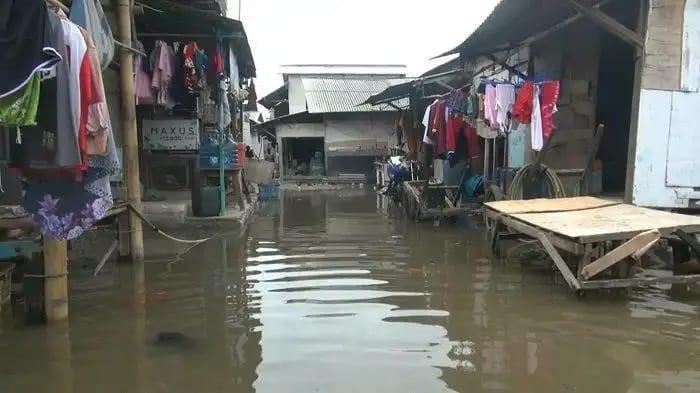 Banjir Rob Melanda Perkampung Muara Angke Jakut