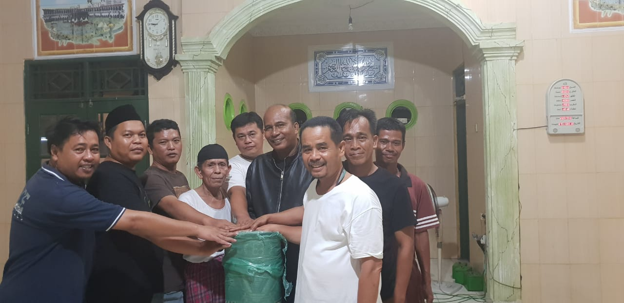 Kapolsek Kembangan Kunjungi Dan Berikan Bantuan Musholla Kp Lontar