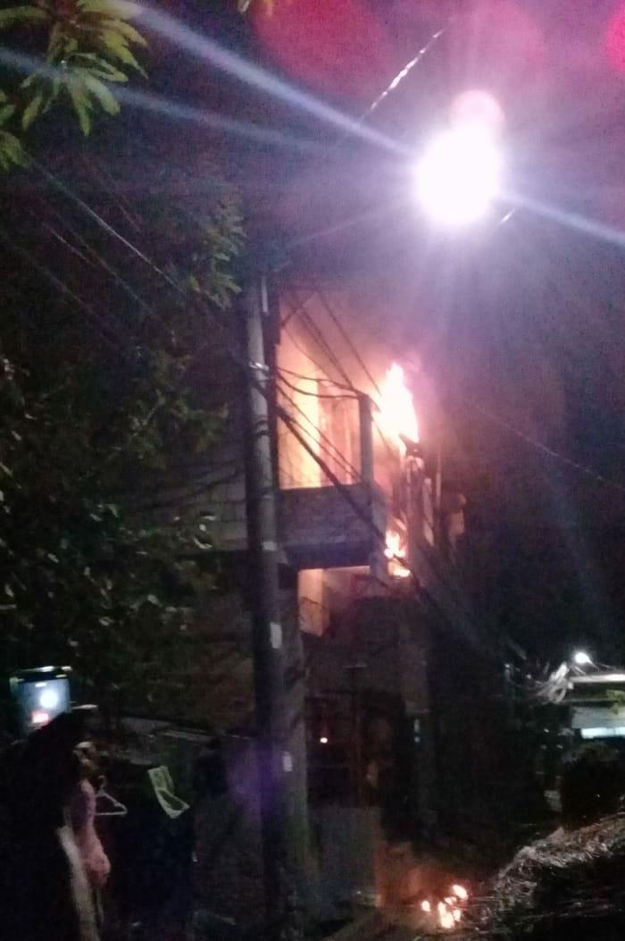 Jumat Malam Kabel Listrik Milik PLN Di Jalan simpati Cilincing Bakti Terbakar