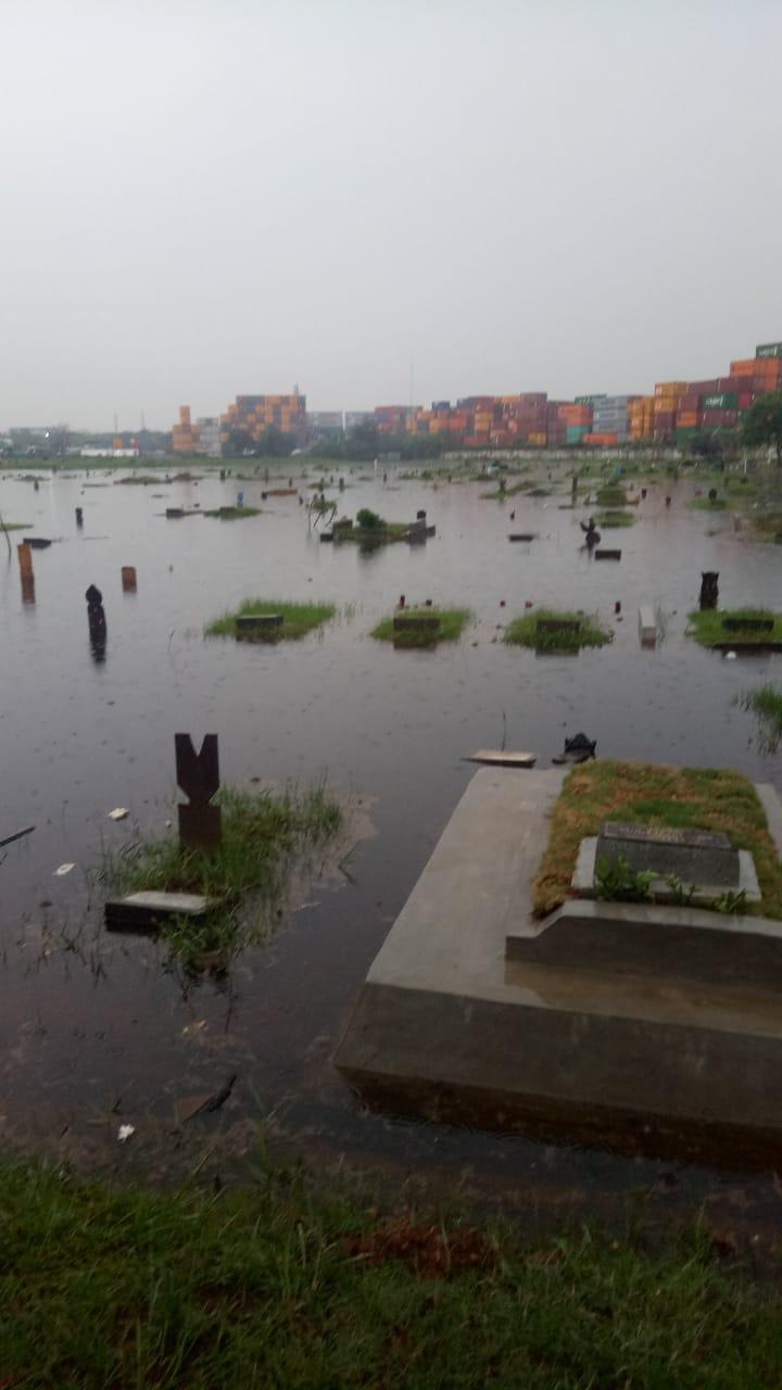 Wah…..!!Makam TPU Budi Darma Semper Timur Terendam Air