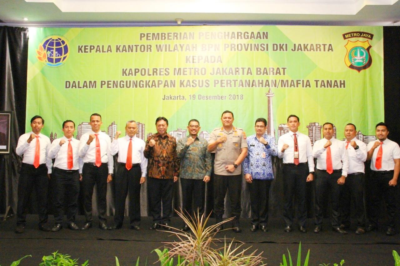 Kesuksesan Polres Metro Jakbar Perangi Mafia Tanah Dan Premanisme, Kepala BPN Provinsi DKI Jakarta Berikan Penghargaan