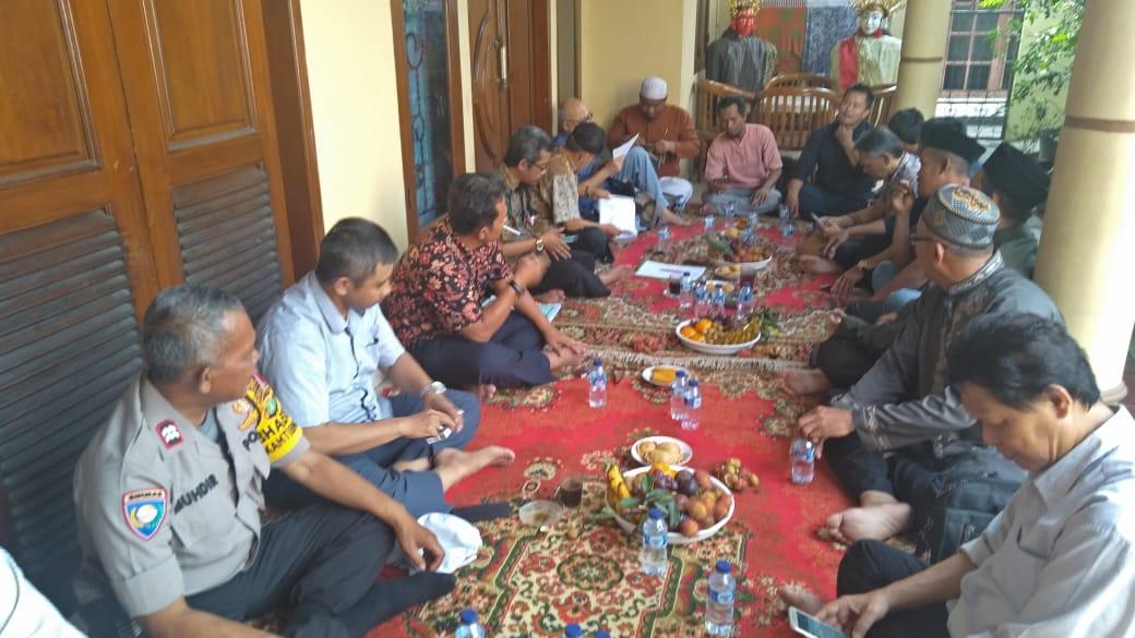 Binmas Polsek Kembangan Rembung Bareng Bersama Tiga Pilar Lembaga Masyarakat Kelurahan Kembangan Selatan
