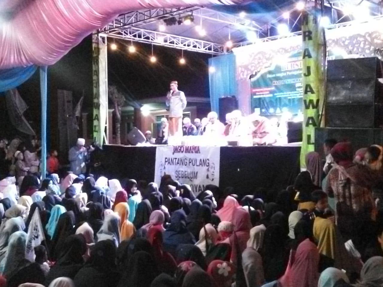 Desa Sukatani bersholawat' Dengan Gelar Malam Maulid Nabi