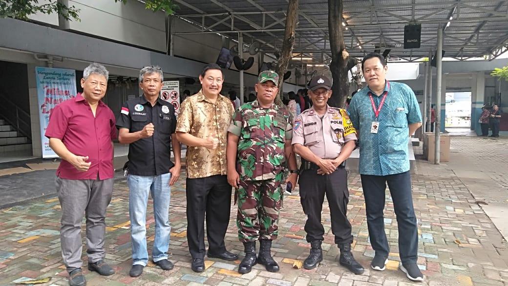 "Binmas Bersama Unsur Tiga Pilar Dan Citra Bhayangkara"" Dalam Pengamanan Ibadah Misa Natal 2018 Di Gereja Wilayah Kembangan Selatan Jakarta Barat"