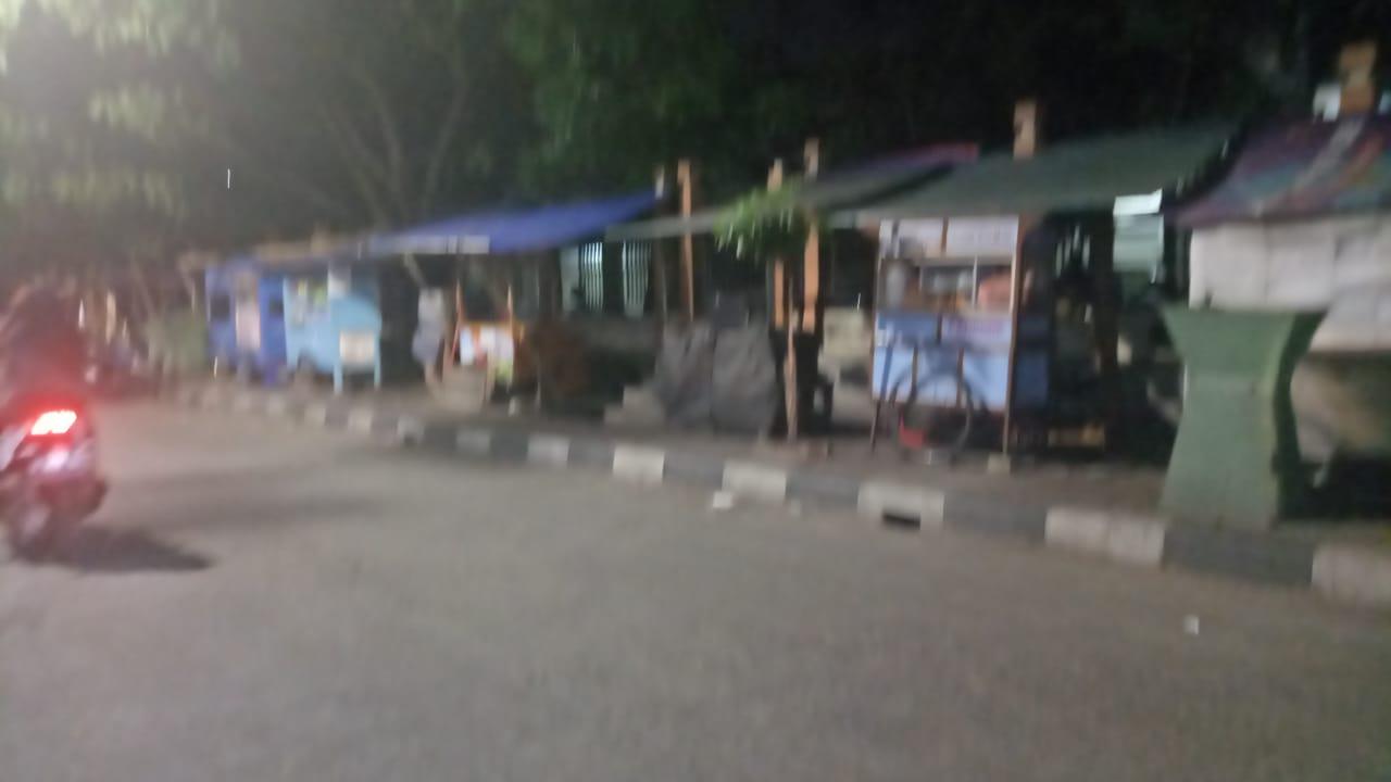 Warga Keluhkan PKL Gunakan Trotoar, Jalan Sindang Jadi Kumuh Dan Kotor