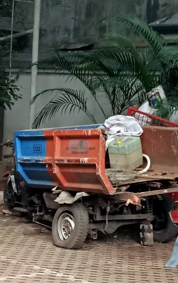 Germot Bobrok Angkutan Sampah Jadi Rongsokan Di Kelurahan RBS Koja