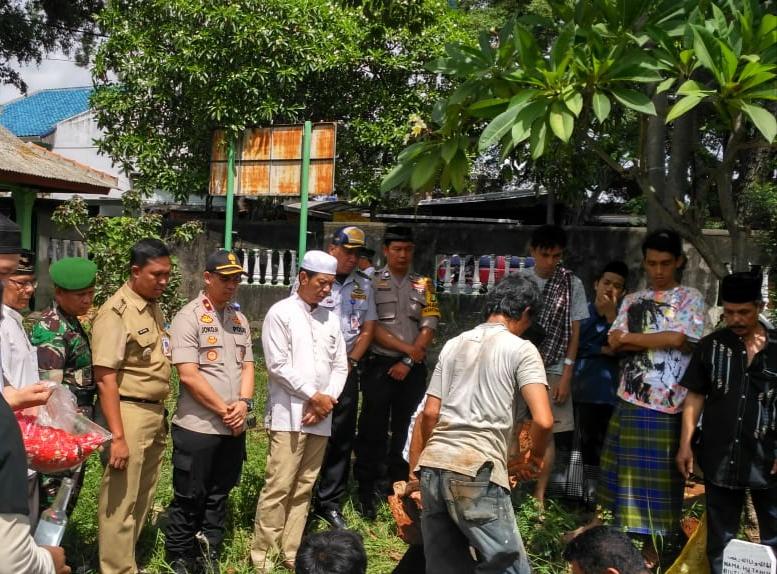 Walikota Jakarta Barat Menghadiri Prosesi Pemakaman Korban Tsunami Di Kec Kembangan
