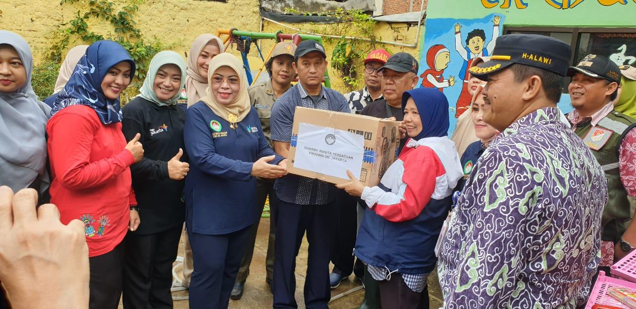 DWP DKI Jakarta Salurkan Bantuan Untuk Warga Terdampak Banjir Di Cililitan