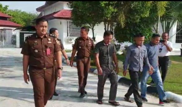 Tersangka UED-SP Desa Bukit Batu Di Tahan Kajari Bengkalis