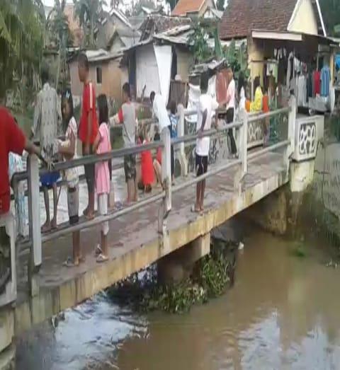 Banjir Dikelurahan Cempedak, Wisata Bagi Yang Kurang Akal Dan Kurang Piknik