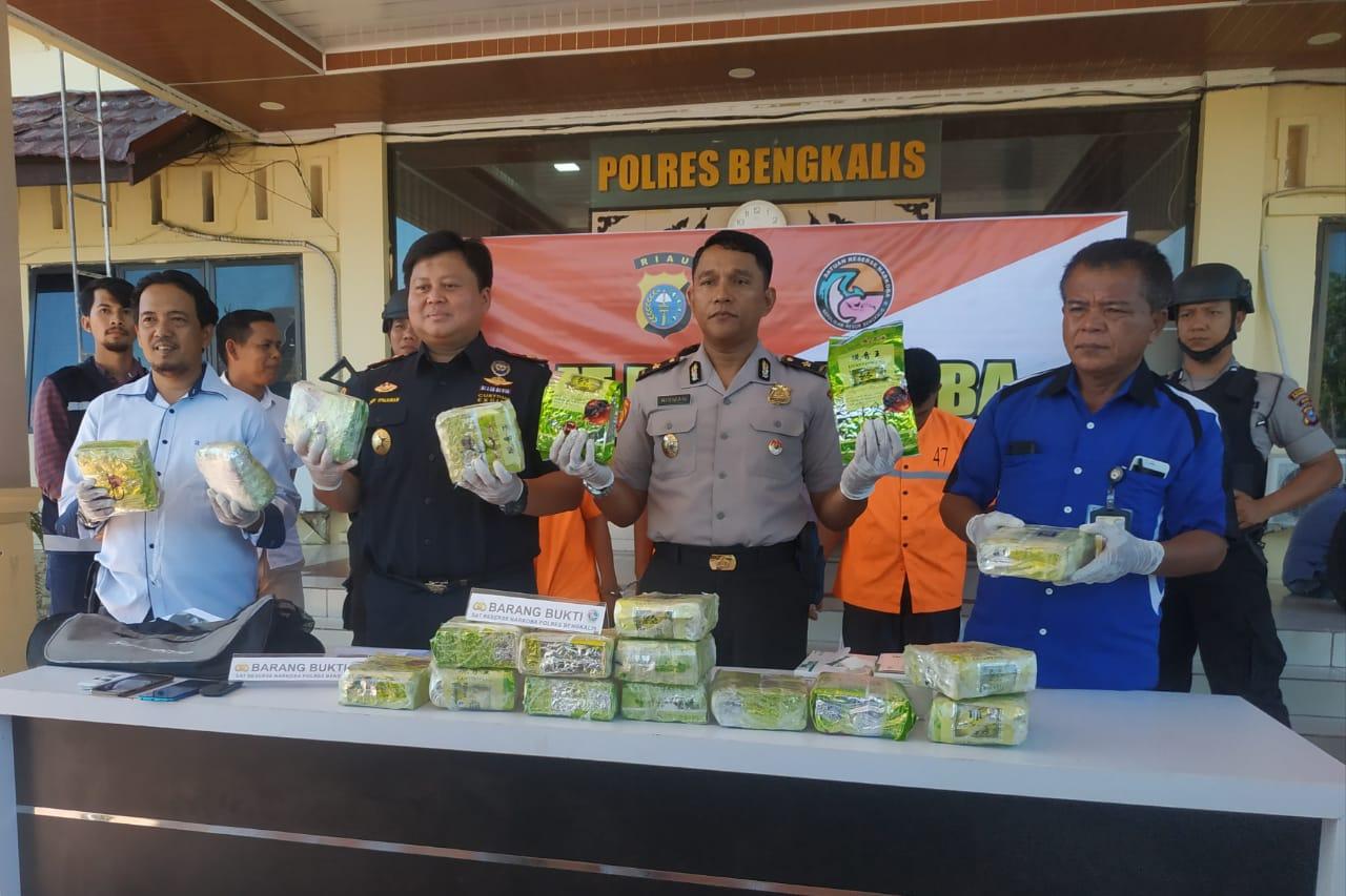 Polres Bengkalis Bersama Bea Cukai Bengkalis Amankan 19 Kg Narkoba Dan Tiga Tersangka
