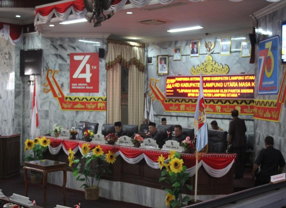 Ketua DPRD Lampura Memimpin Rapat Paripurna Internal Hasil Pembahasaan Pansus Keanggotan 2019-2024