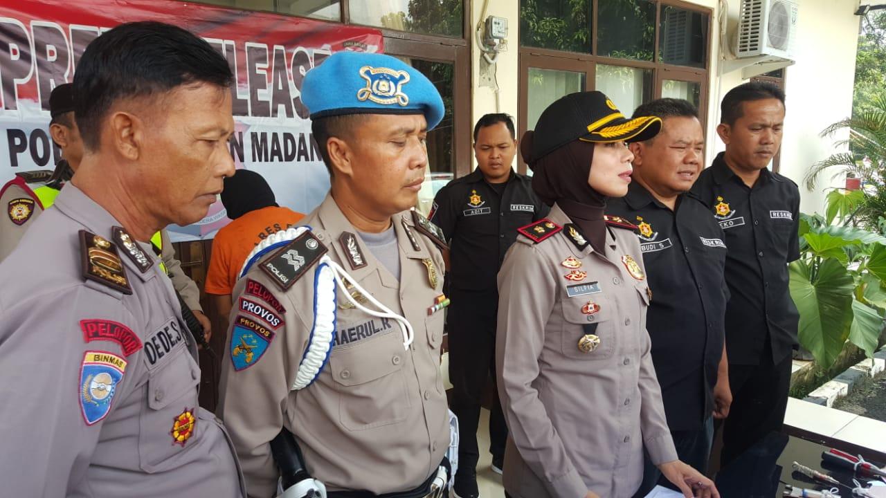 Unit Res Polsek Babakan Madang Ungkap Pelaku Ganjal ATM Mengunakan Plat Dan Tusuk Gigi