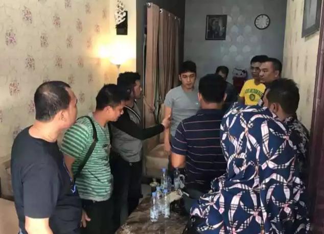 Tim Unit Res Narkoba Polres Bengkalis Saat Melakukan Penangkapan Terhadap DPO Tersangka Sahbu 19 Kg