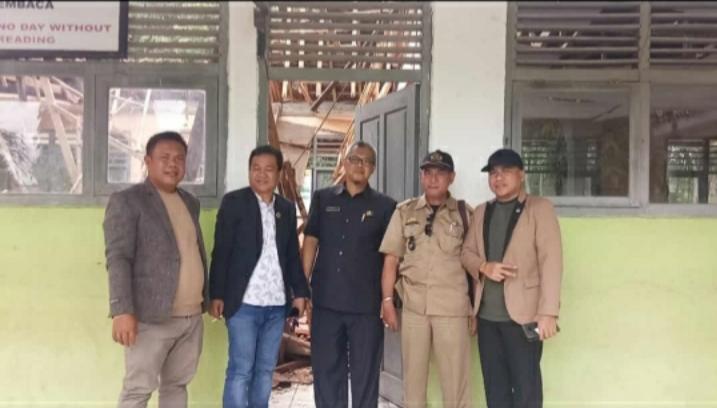 Anggota DPRD Komisi IV Bersama Disdik Tinjau Sekolahan Ambruk Di SDN Karang Mulya Dan Sinang Sari