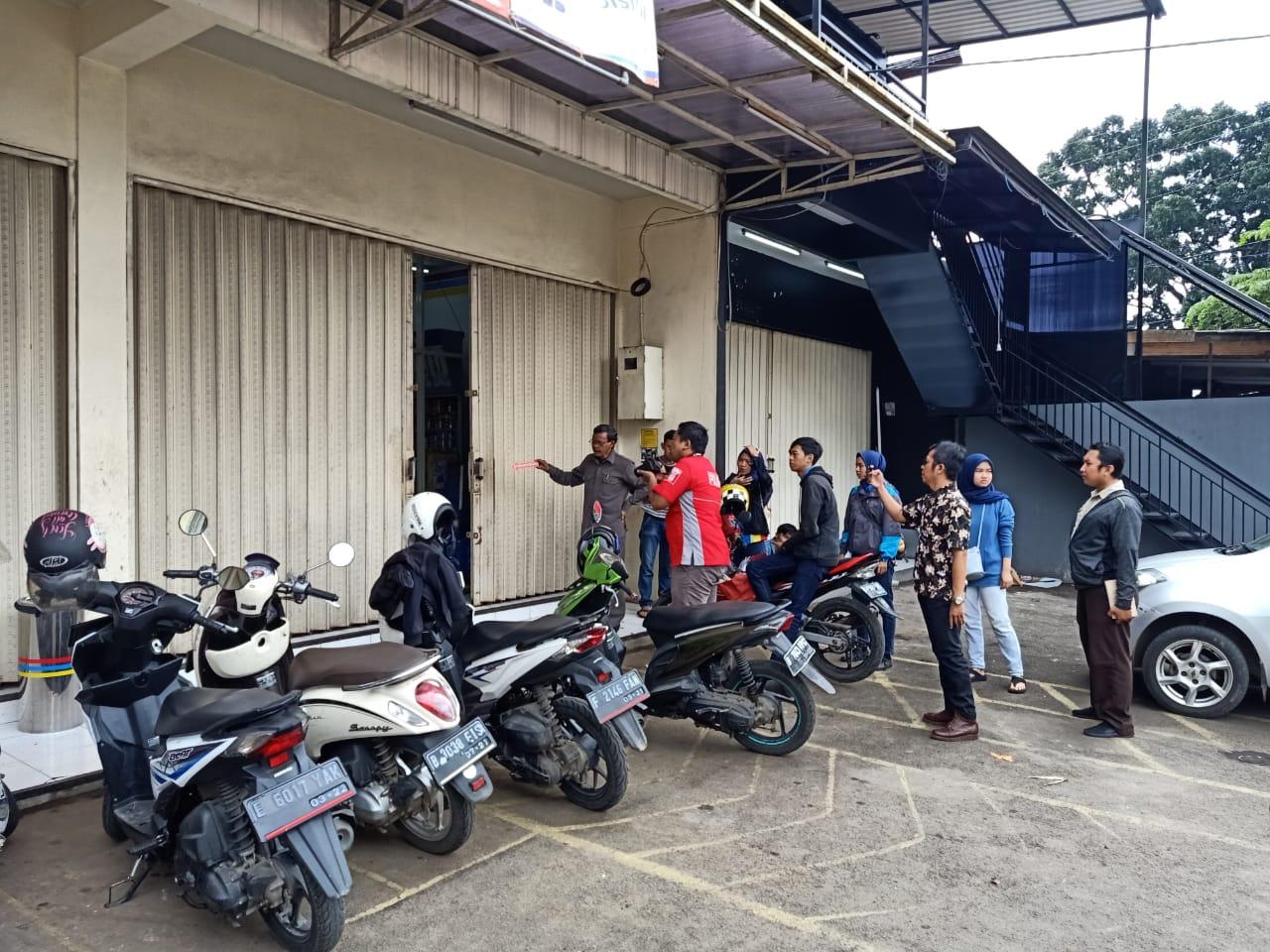 Polsek Cibinong Melalukan Olah TKP Curas Di Toko Swalayan