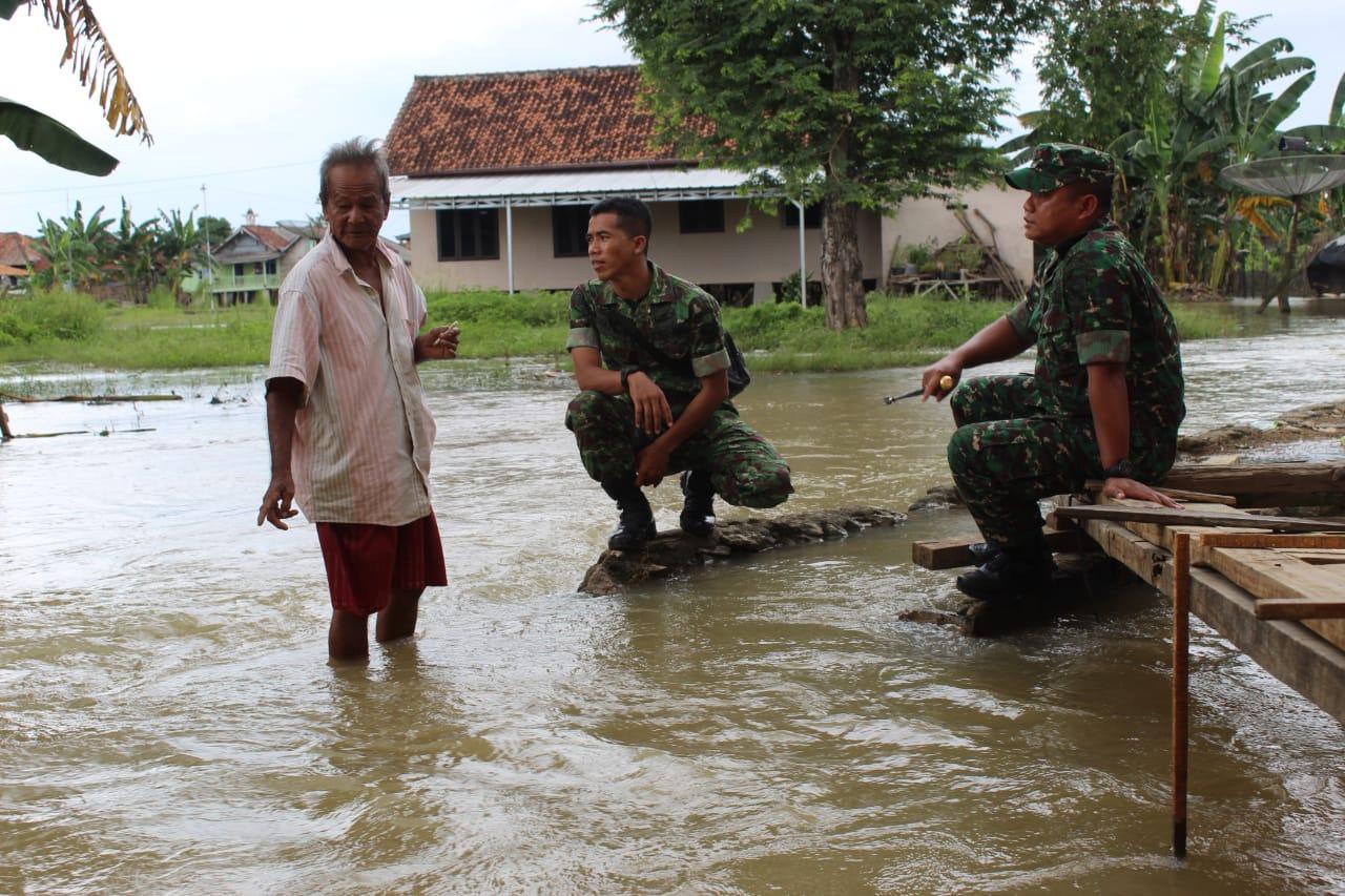 Dandim 0426 Tulang Bawang Cek Langsung Banjir Dua Kampung di Aliran Sungai Tulang Bawang