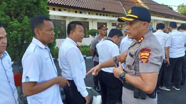 Kapolres Lampung Utara Cek Langsung Kelengkapan Senpi Personel