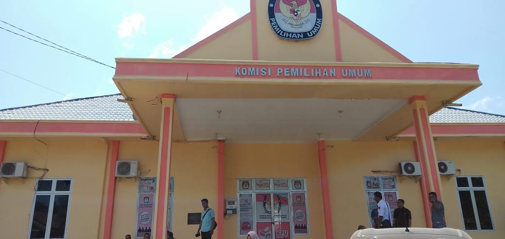 Kantor KIP Aceh Timur Di Segel Oleh Masyarakat Desa Alue Nibong