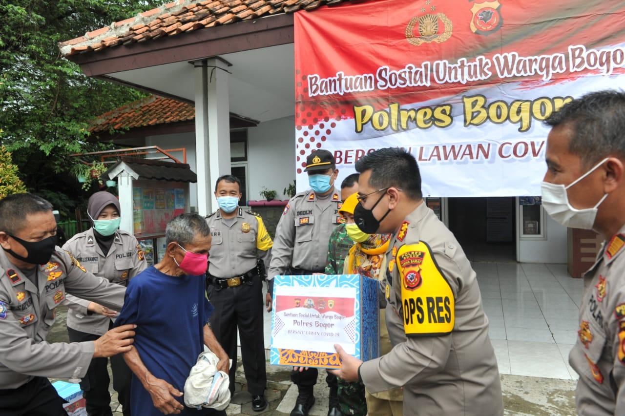 Polres Bogor Lakukan Bakti Sosial Serentak di 31 Jajarannya