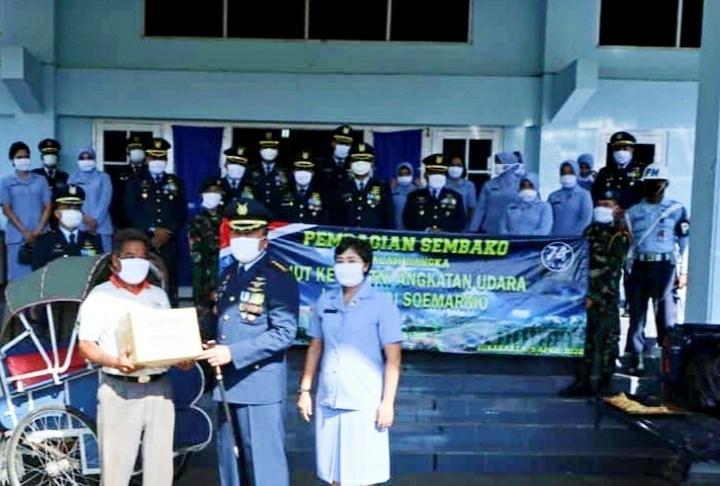 Peringati HUT Ke-74 TNI AU, Lanud Adi Soemarmo Berbagi Kasih