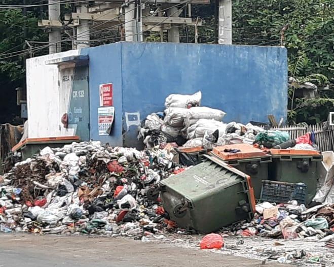 Sejumlah Jalan dan Permukiman di Jakarta Utara Dipenuhi Sampah