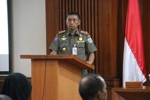 Sanksi Pelanggar PSBB di Jakut Menyapu, Mengecat Trotoar, Hingga Bersihkan WC Umum
